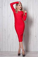 Красный стильный костюм-футляр с длинным рукавом