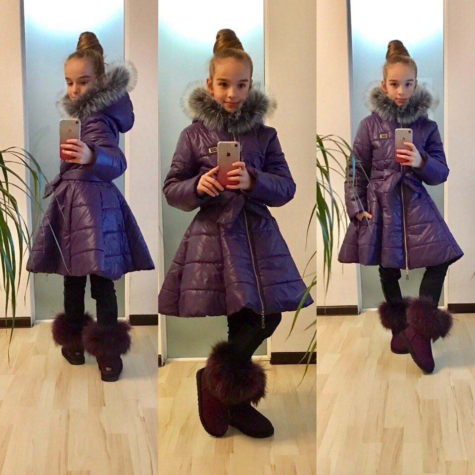 Детское пальто приталенного силуэта с мехом на капюшоне