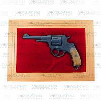 Коллекционный револьвер наган 1900 г в виде панно