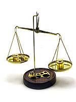 ВЕСЫ БРОНЗОВЫЕ НА ДЕРЕВЯННОЙ ПОДСТАВКЕ (200 ГР.)(25Х12,5Х12,5 СМ)