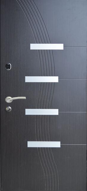 Двери входные с молдингом 114