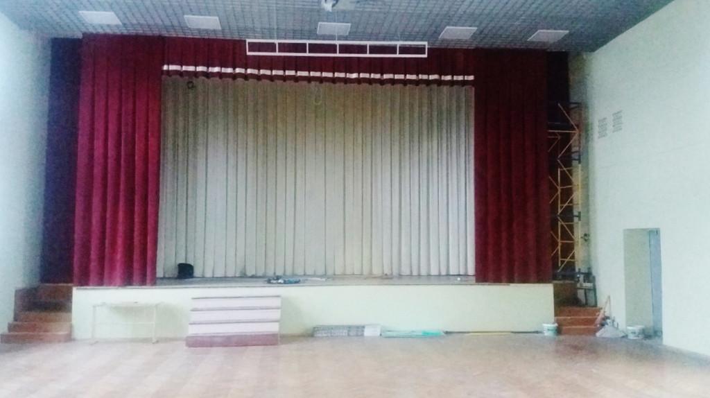 Текстильное оформление актового зала в школе г.Киев