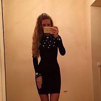Короткое облегающее платье с камнями