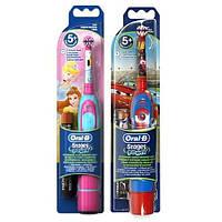 Электрическая зубная щетка Oral-B DB4.510 детская на батар. 1 шт.
