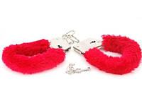Меховые наручники любимым красные