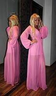 Прозрачное платье в пол с широкими рукавами.