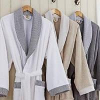 Махровый халат – лучшая одежда для дома