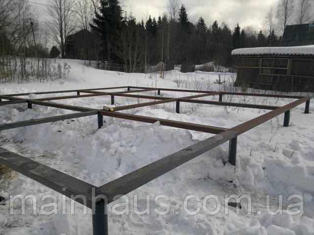 Заливка винтовых свай бетоном зимой.