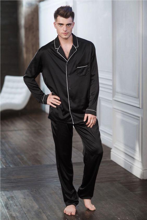 Мужские пижамы оптом в нашем интернет магазине представлены широким ассортиментом разнообразных моделей, изготовленных из самых разных тканей.