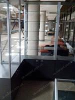 Островок из стеклянных витрин