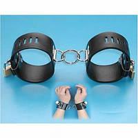 Черные кожаные наручники из качественной искусственной кожи