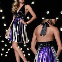 Коктейльное платье с ярким принтом и открытой спиной