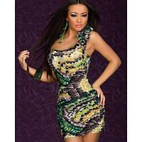 Красивое платье на одно плечо с принтом перьев
