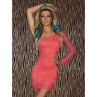 Нежно-розовое кружевное платье с одним рукавом