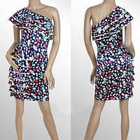 Разноцветное платье на одно плече с рюшами