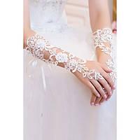 Кружевные нежные белые перчатки