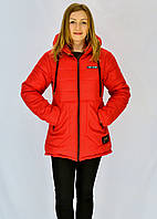 Красная осенняя курточка