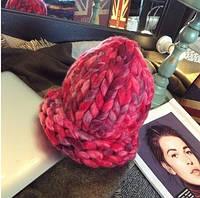 Женская шапка из крупной вязки Радуга красная