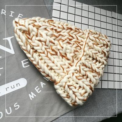 Женская шапка крупной вязки из шерсти мериноса кофе с молоком