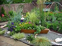 Клумбы и оригинальные садовые композиции