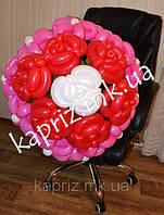 Шикарный букет из 7 роз и 10 ромашек