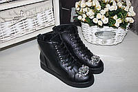 Демисезонные ботинки на шнурках спереди узор камни