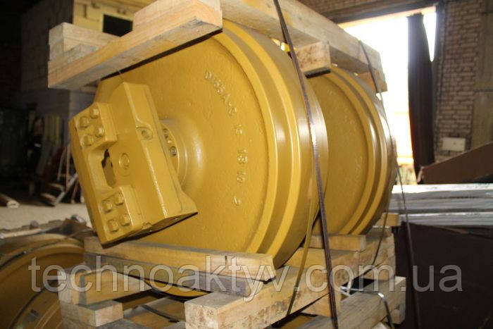 Направляющие (натяжные) колеса - ленивец KOMATSU D65-12(D), D80-12(S), D80-12(D), D80-18(S), D80-18(D)