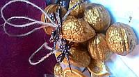 Золотой орешек-украшение на ёлку