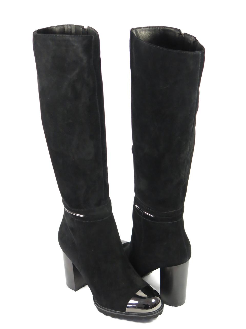 Замшевые женские сапоги на каблуке черные