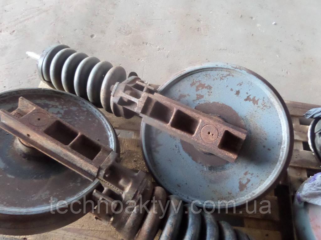 Направляющие (натяжные) колеса - ленивец LIEBHERR PR764, R312, R900, R901, R902, R904