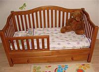 Деревянная кровать в американском стиле