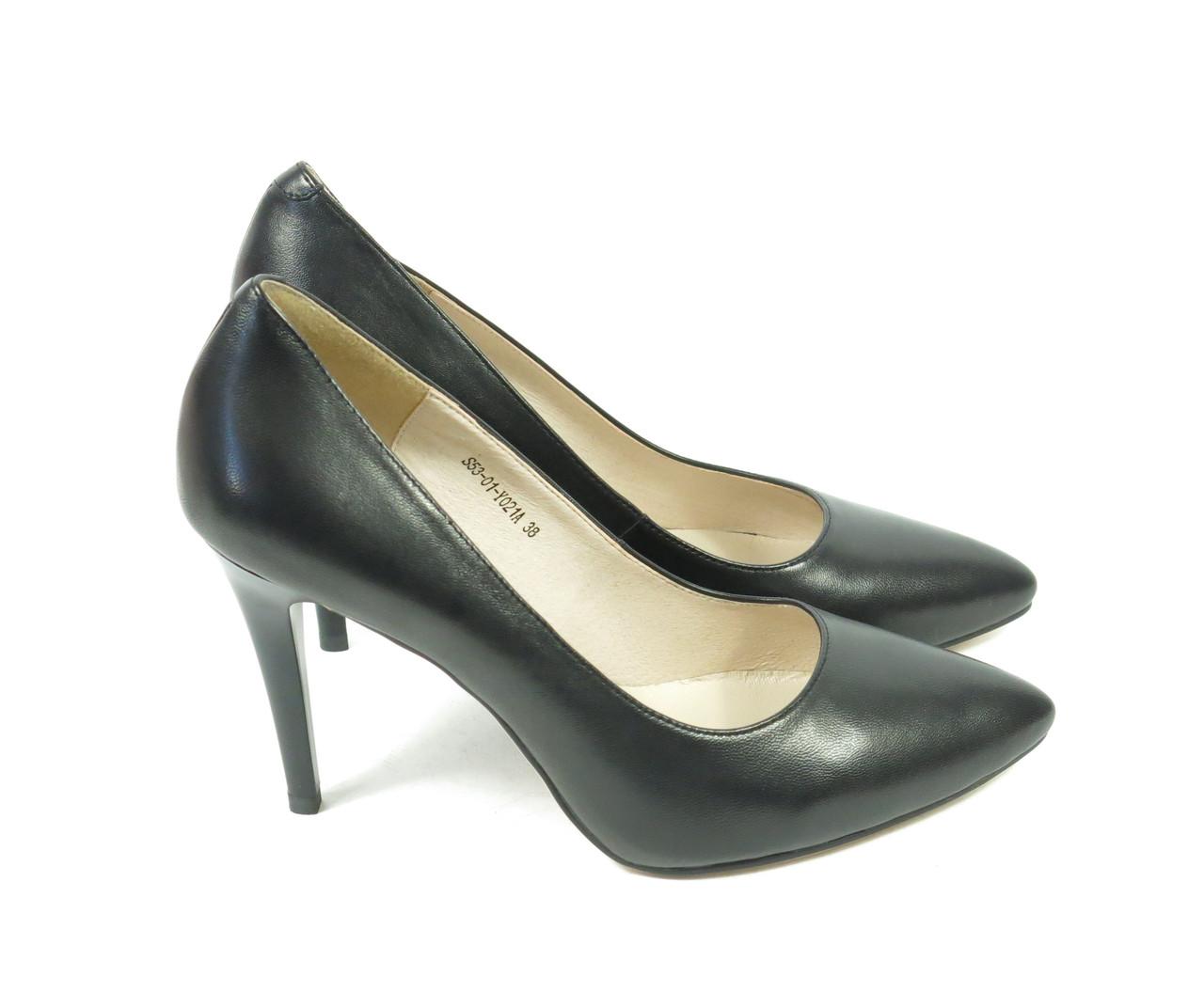 Туфли классические с острым носком на шпильке