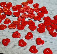 Пуговицы в форме сердечек красного цвета на 2 отверствия П-025
