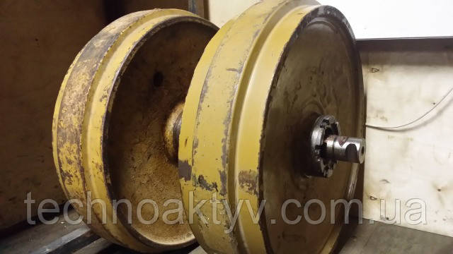 Направляющие (натяжные) колеса - ленивец LIEBHERR PR734, PR741, PR742, PR744, PR751, PR752