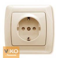Розетка с заземлением и шторками белая Viko (Вико) Carmen (90562042)