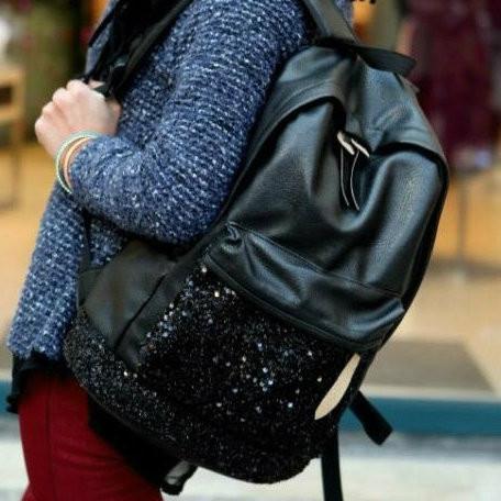 Женский рюкзак с паетками на кармане