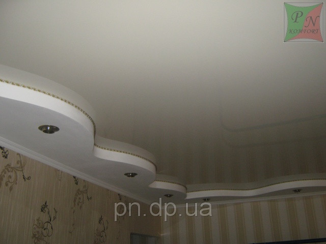 Двухуровневый потолок (гипсокартон+натяжной) со шнуром.