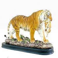 Статуэтка Тигрица с тигренком на деревяной подставке 28*12,5*22,5 см Гранд Презент SM00241