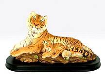 Тигрица с тигренком на деревяной подставке 43*24*23 см Гранд Презент SM00242-3-P1