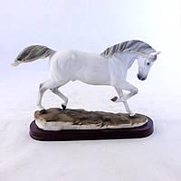 Статуэтка белая лошадка 32,5*10*21 SM00269-1