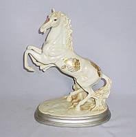 Статуэтка Лошадь на дыбах бежевая 33 см Гранд Презент H2738-5N