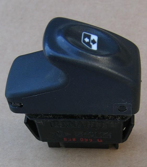 Кнопка стеклоподъемника Рено Клио Символ, пассажирская (Renault Clio Symbol)