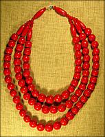 Намисто потрійне яскраво червоного кольору, буси виготовлені з дерева