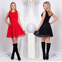 Платье без рукавов с глубоким вырезом на спине и пышной юбкой