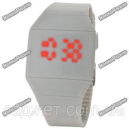 Спортивные сенсорные часы белого цвета., фото 2