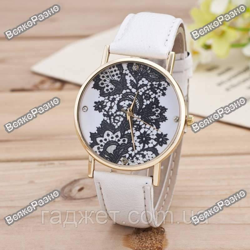 Женские часы Geneva Lace белого цвета