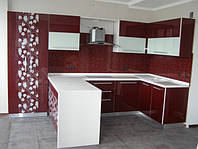 Кухня с фасадами крашеного каленого стекла
