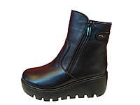 Зимние женские ботинки на танкетке