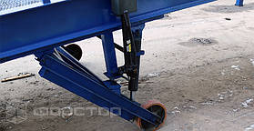С помощью гидравлических цилиндров можно можно регулировать высоту горизонтальной платформы. Диапазон регулирования 1080 — 2000 мм позволяет разгружать транспорт с различной высотой кузова.