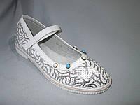 Туфли оптом подростковые для девочек, 31-37, перфорированные, с перепонкой и бусинами, серебро на белом